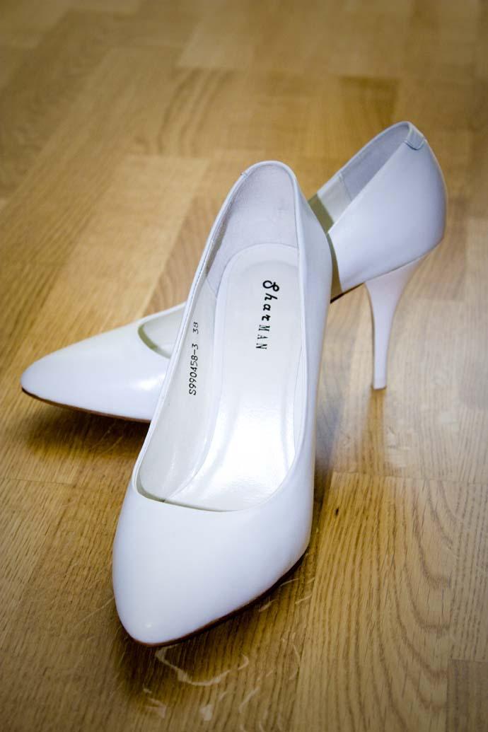 Белые туфли на шпильке