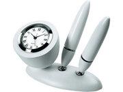 Настольный прибор с часами и двумя ручками.