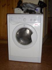 Продаю стиралку Indesit IWSC5085. 1,  5года