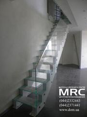 Лестница со стеклянными ступенями от ДОМ тм на www.dom.ua/steklo.html