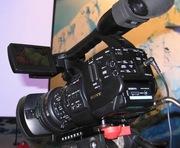 Видеокамеру SONY PMW-EX1 в комплекте( штатив,  радиомикрофон,  свет)
