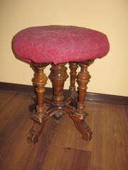 Антикварный стул из прошлого века