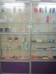 Продажа стеклянных шкафов с подсветкой