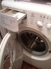 Продам б/у стиральную машину Indesit WISL105X