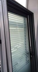Стеклянная дверь с алюминиевой коробкой