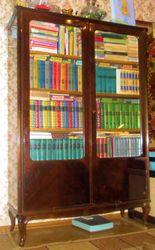 Книжный шкаф в хорошем состоянии