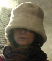Женственная зимняя шапка для загадочных натур