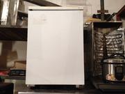 Продам бытовой холодильник б/у в кафе,  бар,  паб,  общепит,  хорошие руки