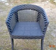 Продам стул-кресло из искусственного ротанга бу с оранжевой подушкой