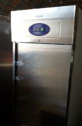 Продам бу холодильный шкаф Tefcold для кафе