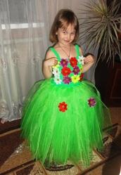 Нарядное платье +обруч на голову на 4-6 лет