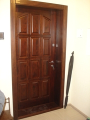 Двери деревянные,  столы,  кухни,  кровати,  окна от производителя