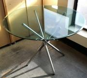круглый стеклянный стол Тог