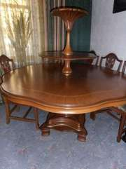 зксклюзивный обеденный стол и 6 стульев
