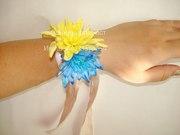 Браслет на руку из цветов
