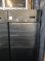 Продам бу шкаф холодильный Zanussi для кафе,  ресторанов