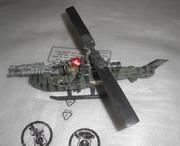 Воений игрушечный вертолет
