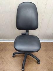 Кресло офисное кожзам б/у